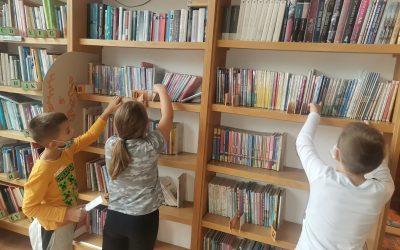 Tretješolci obiščejo šolsko knjižnico